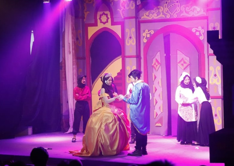 """""""Beauty and The Beast"""" in Home Theater of Faculty of Humanities"""