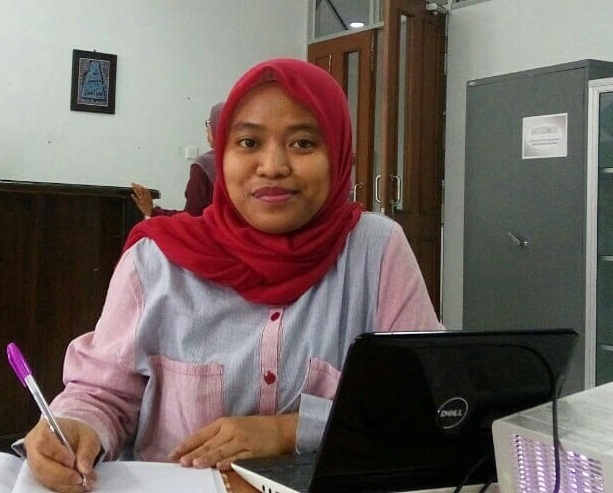 Asni Furaida, MA, shared her ideas in Regular Discussion in Faculty of Humanities